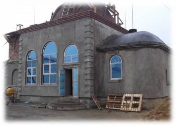 Строительство храма Божиего в тюрьме - Этап строительства храма к завершению.jpg
